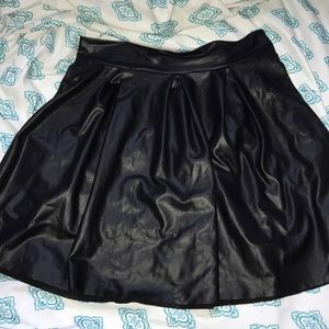 🌹FAUX LEATHER SKIRT🌹